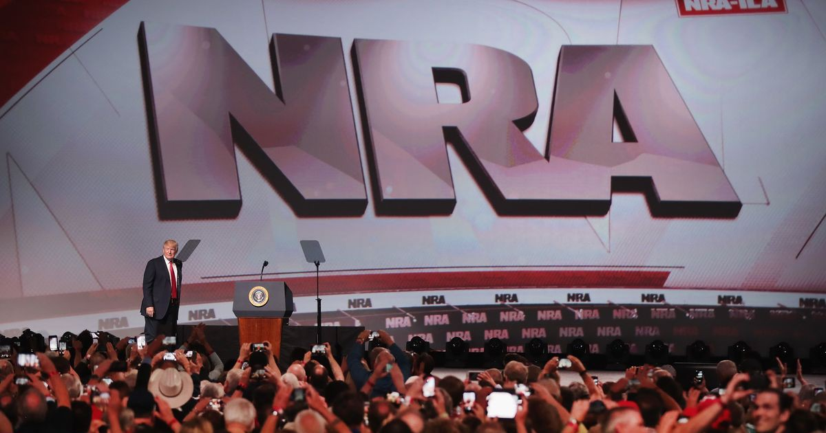 Photo of Trump Embraces the NRA, Abandoning Flirtation With Gun Control