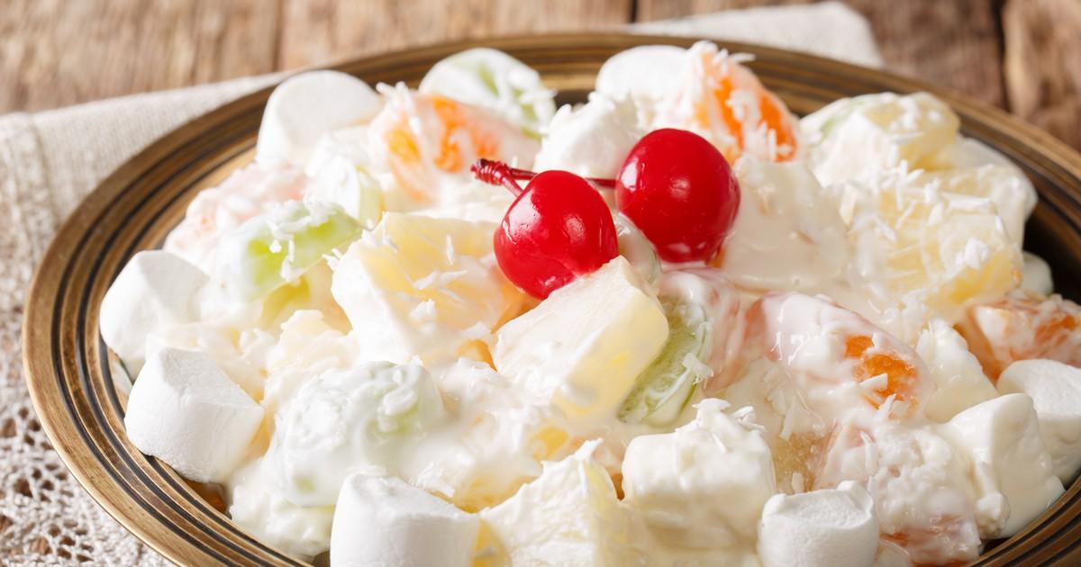 """Фото Фруктовый салат """"Южная Амброзия"""" с маршмеллоу и кокосовой стружкой"""