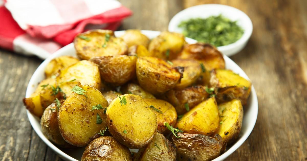 Фото Запеченный картофель с чесноком и итальянскими травами