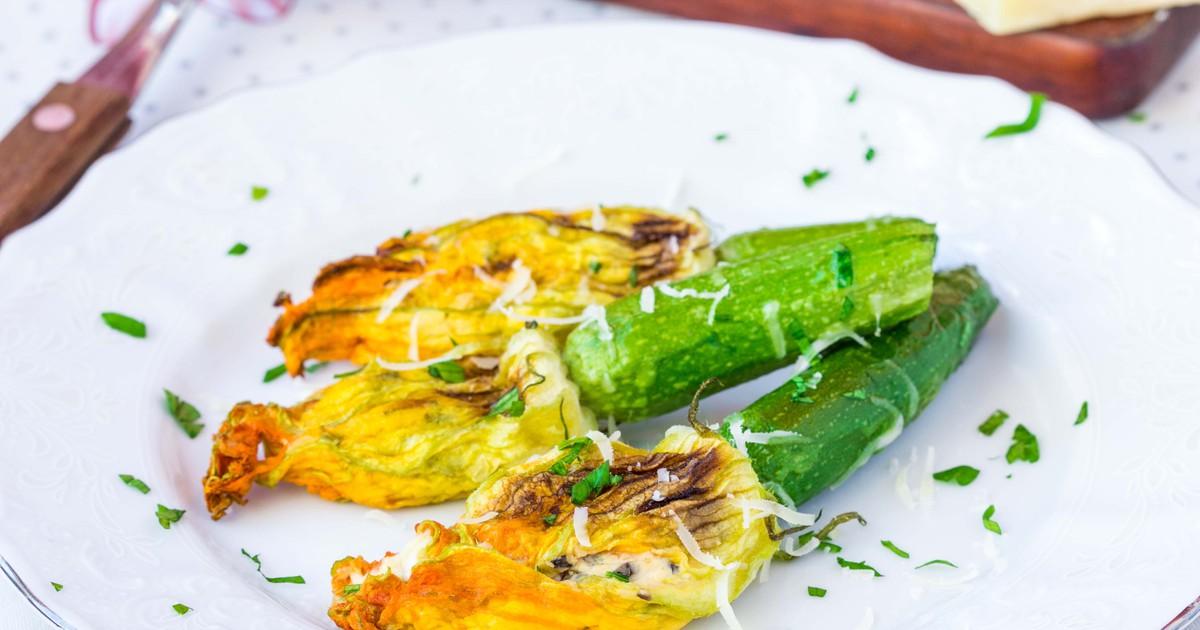 Фото Цветки цукини, фаршированные рикоттой – блюдо для истинных гурманов!