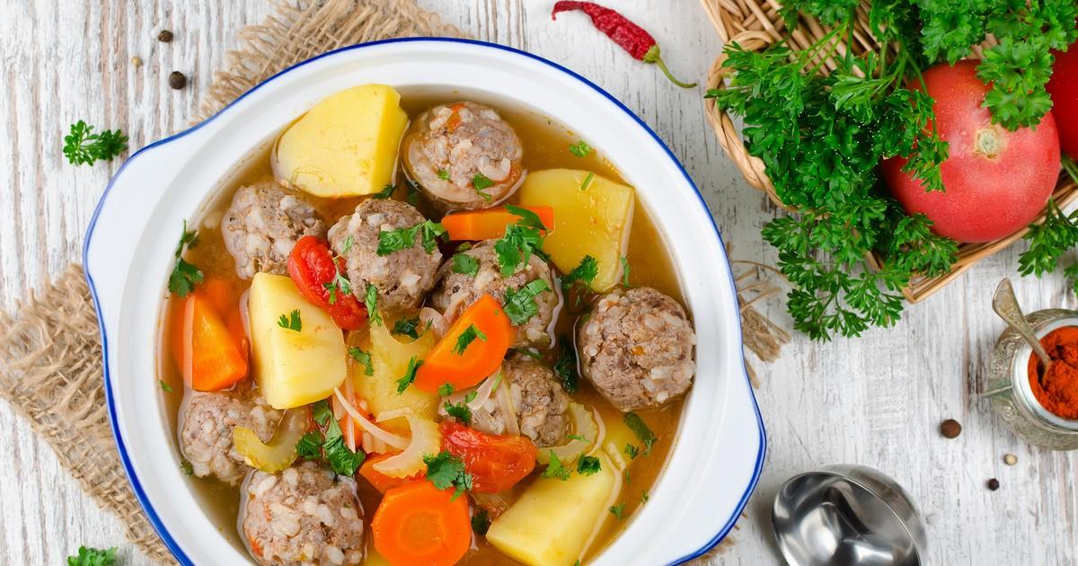 Фото Наваристый суп с фрикадельками и овощами