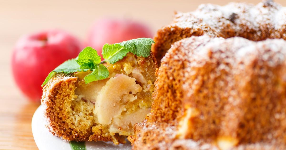 Фото Медовый кекс с яблоком и изюмом