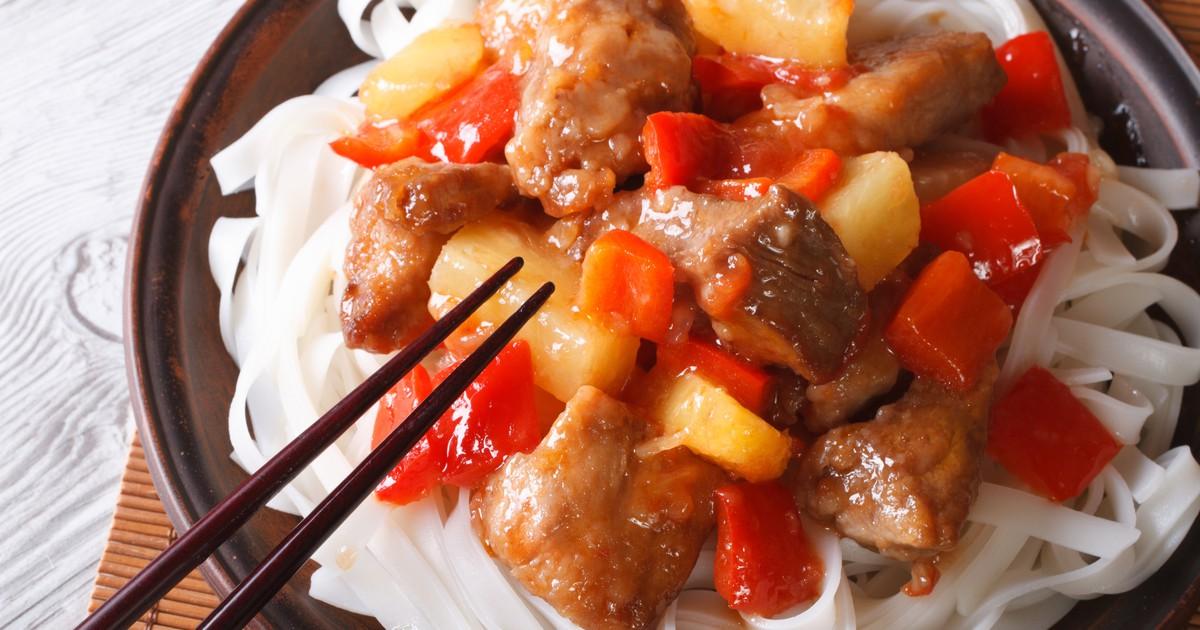 Фото Свинина с ананасами в кисло-сладком соусе