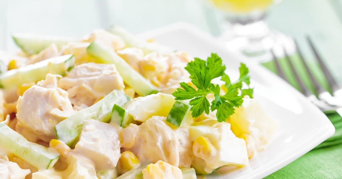 Фото Любимый салат с курицей, сыром и кукурузой