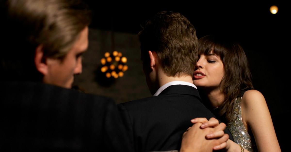 Photo of Por que sentimos vontade de trair mesmo quando felizes no relacionamento