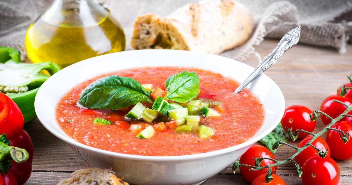 Фото Традиционный испанский суп-пюре из томатов.