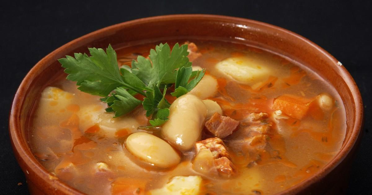 Фото Фасолевый суп - это отличная идея для того, чтобы разнообразить обеденное меню.