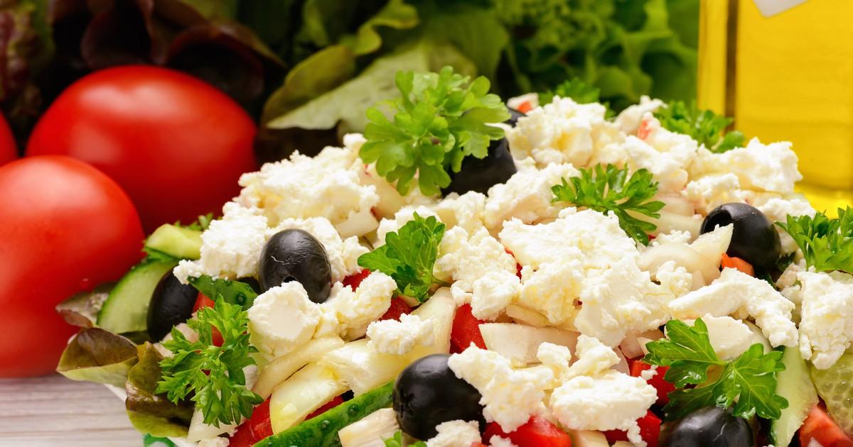 Фото Болгарский шопский салат с печеным перцем
