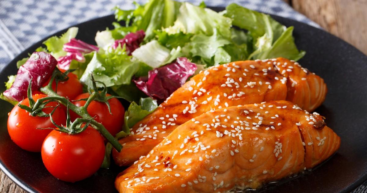 Фото Вкуснейшая красная рыба в медово-соевом соусе