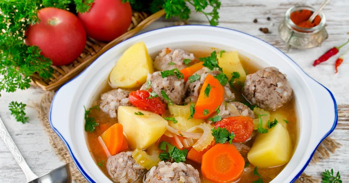 Фото Сытный суп с овощами и фрикадельками