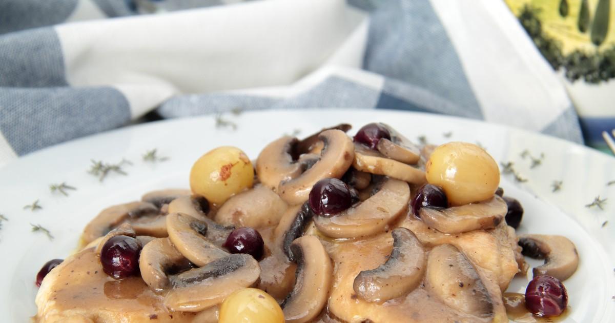 Фото Свинина с грибами и виноградом