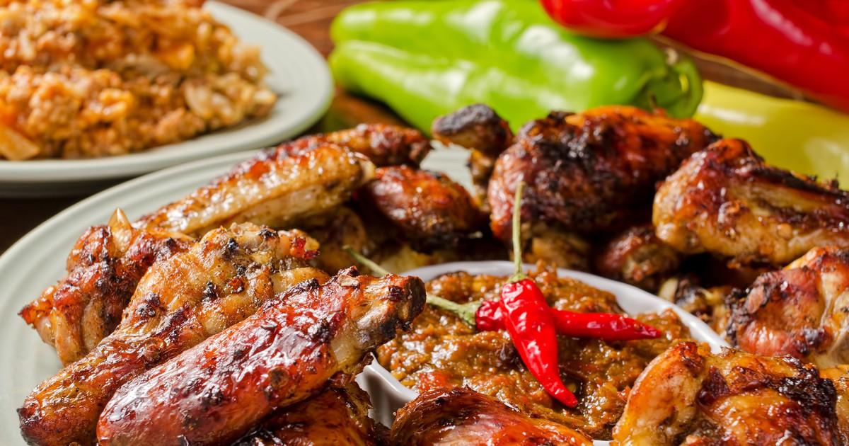 Фото Запеченные куриные крылышки в соусе чили