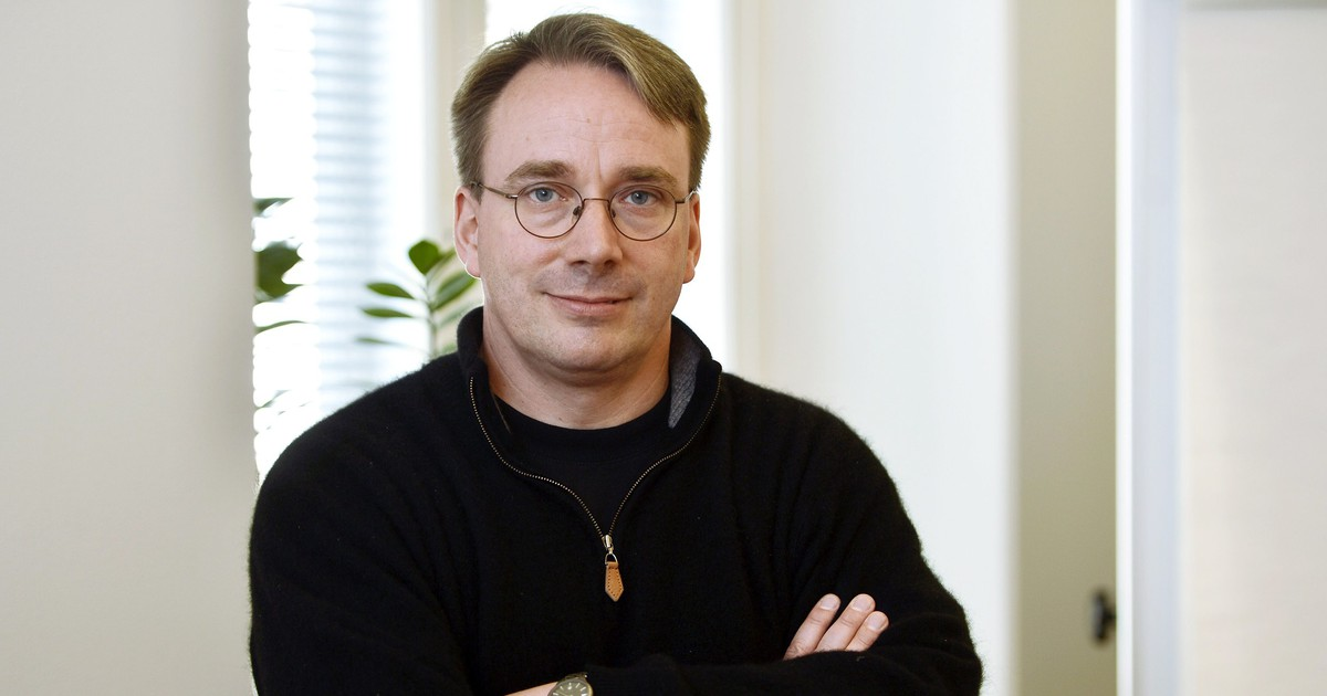 Photo of After Years of Abusive E-mails, the Creator of Linux Steps Aside