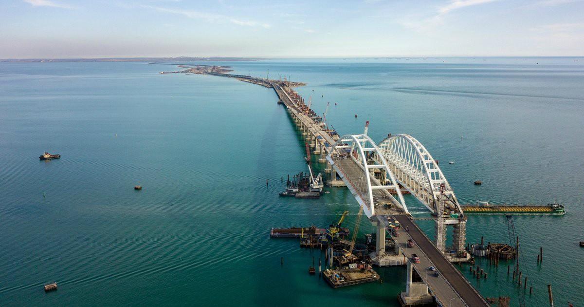 Фото Чем уникален Крымский мост?