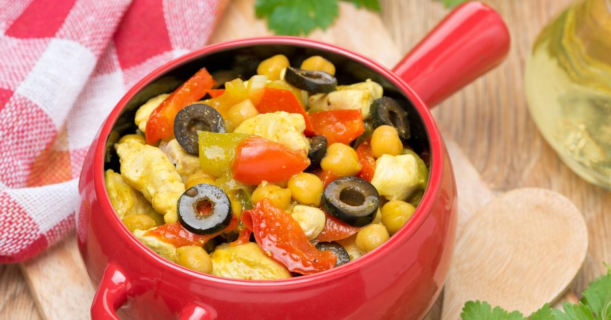 Фото Тушеная курица с овощами и горохом нут