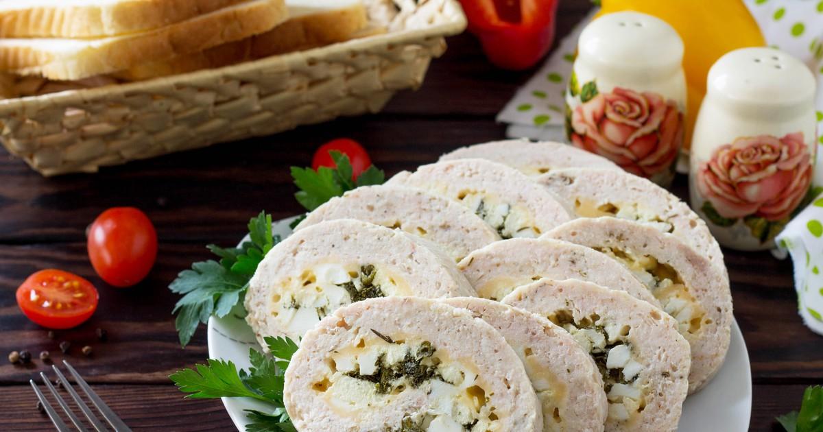 Фото Куриный рулет с яйцами, зеленью и сыром