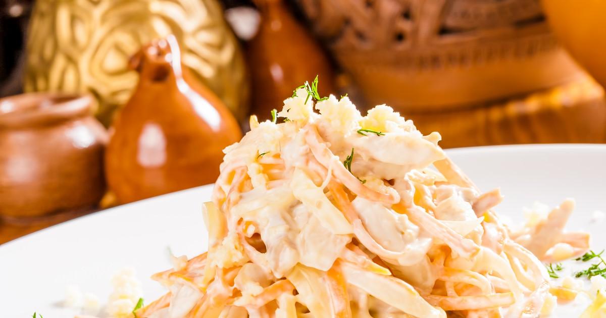 Фото Салат с курицей, корейской морковью и сыром