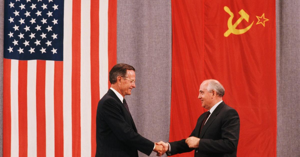 Фото Хоронил генсеков, но хотел сохранить СССР. Кем был Буш-старший?