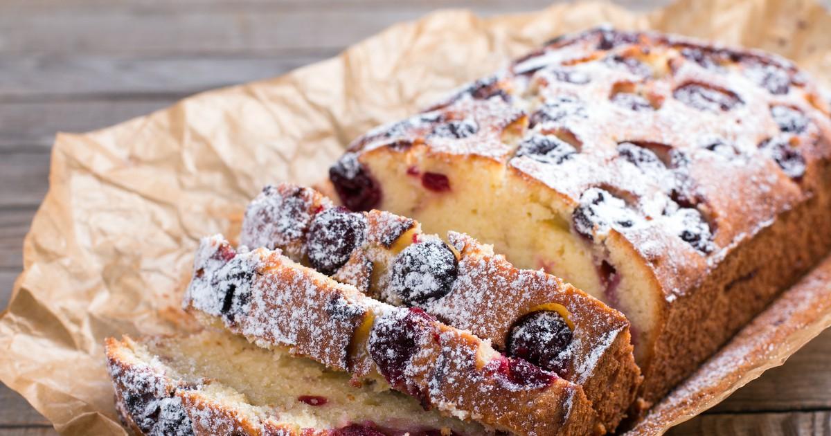 Фото Попробовав этот кекс хотя бы единожды, вы обязательно запишете рецепт его приготовления себе в кулинарную книгу и будете готовить постоянно. Он получается невероятно вкусным, пышным, с приятной вишневой кислинкой, в меру сладким и с ненавязчивым А и