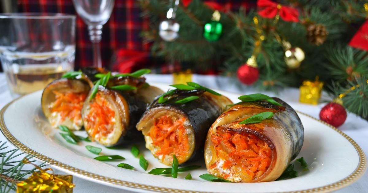 Фото Праздничные рулеты из скумбрии с овощами