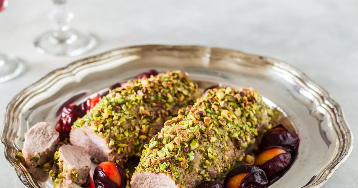Фото Свинина, запеченная в фисташках со сливами – блюдо на праздник!