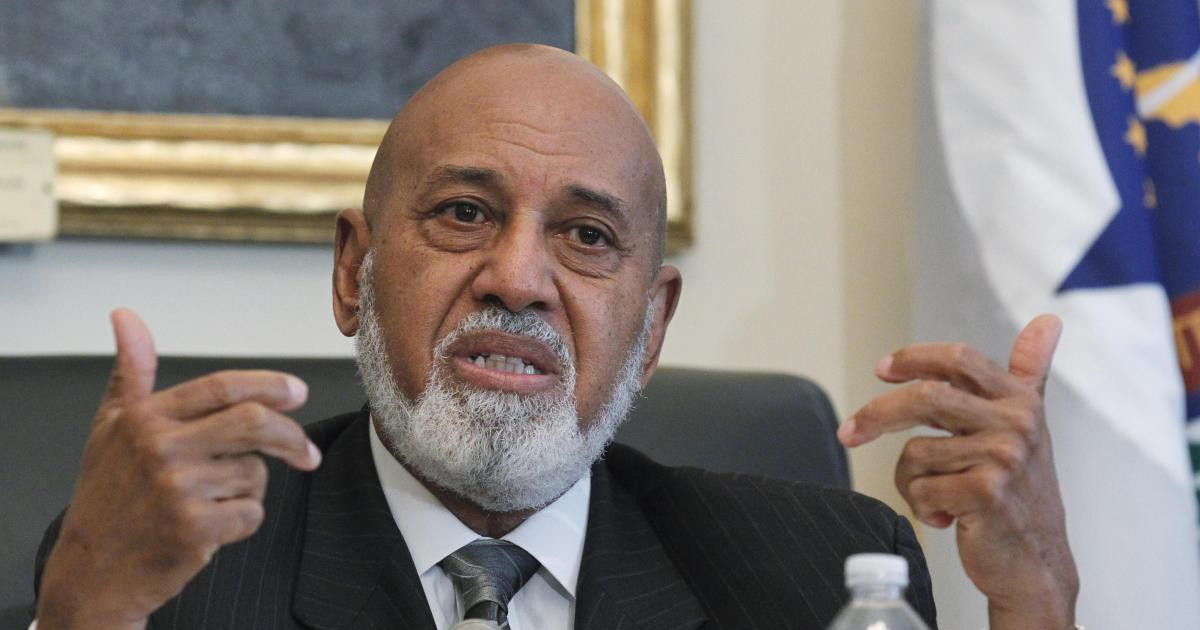 Photo of Florida Rep. Alcee Hastings reveals he has pancreatic cancer