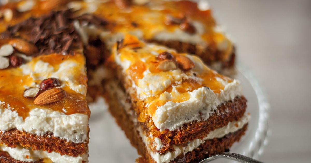 Фото Морковный торт с миндалем
