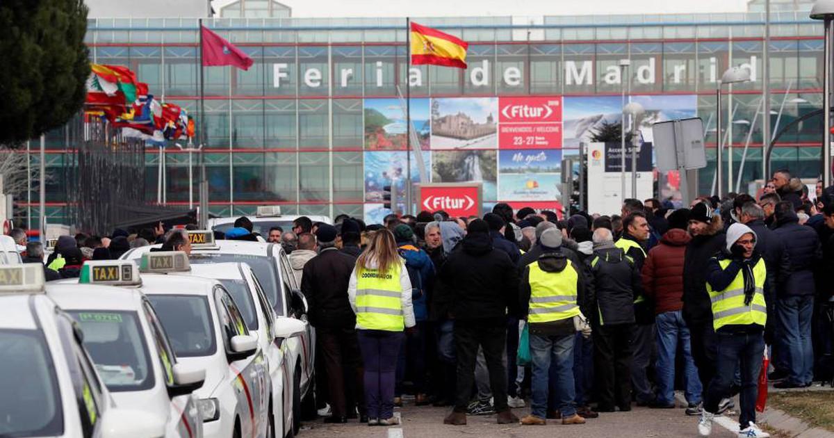 Photo of La gran fiesta del sector del turismo comienza bajo el asedio taxista