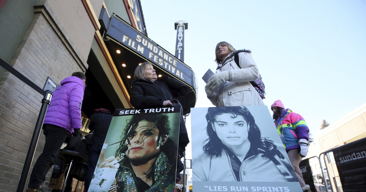 Photo of Michael Jackson's estate calls 'Leaving Neverland' documentary a 'character assassination' after debut at Sundance Film Festival