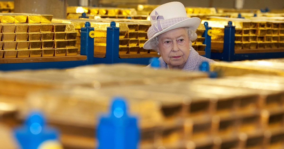 Photo of As a hard Brexit looms, Brits are stockpiling food and prepping to evacuate the Queen