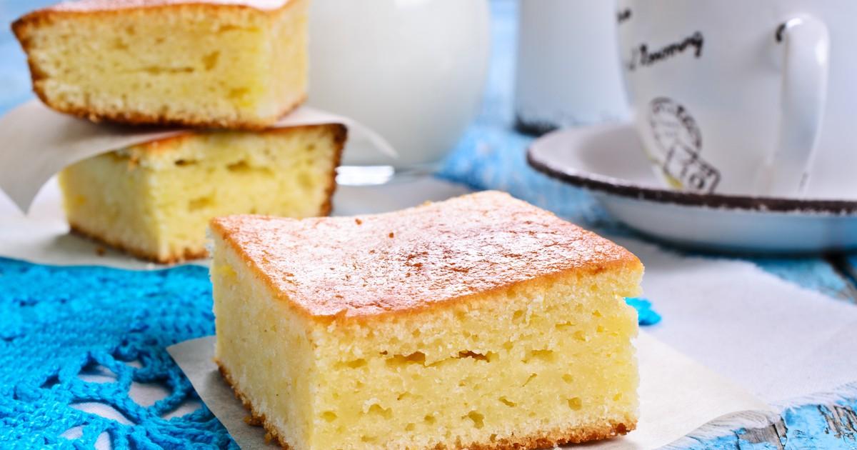 Фото Что может быть проще бисквитного пирога? В нем нет ничего лишнего. Этот воздушный бисквитный пирог вы с легкостью приготовите дома, если воспользуетесь нашим рецептом. Десерт получится мягким и пушистым, как облачко. Помните! Чтобы бисквит не опал,