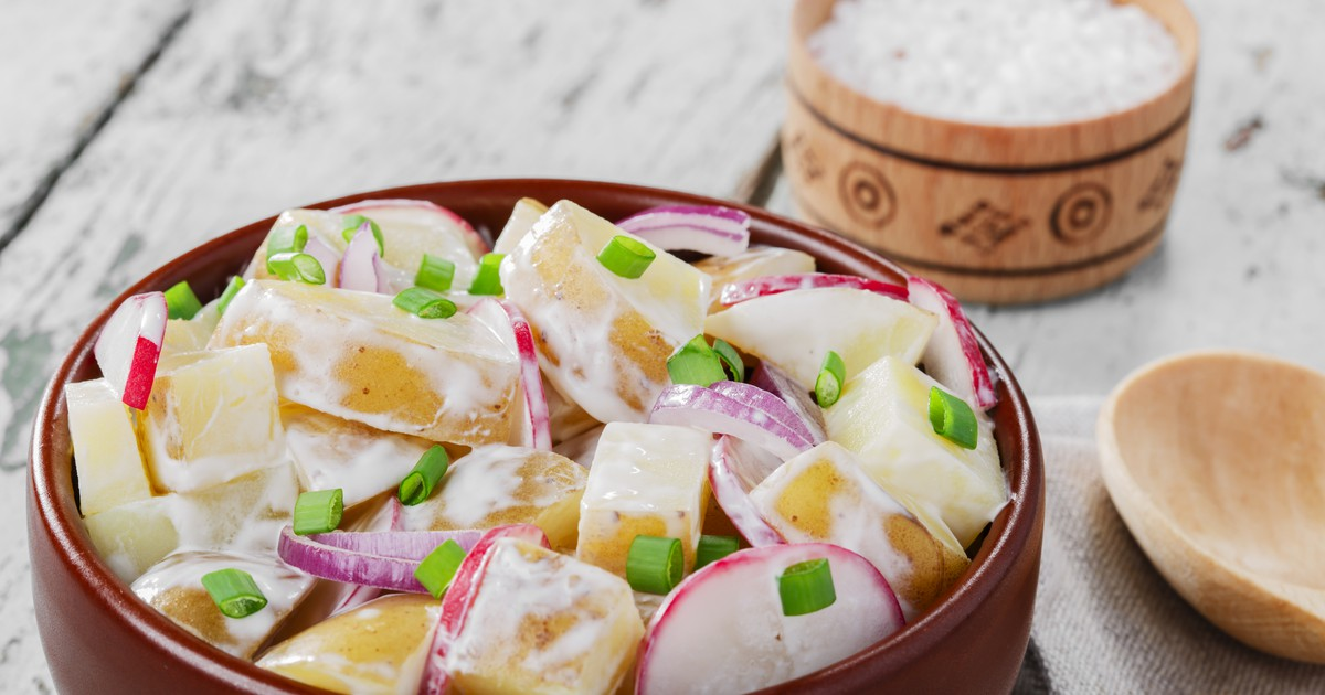Фото Салат из молодого картофеля с редисом