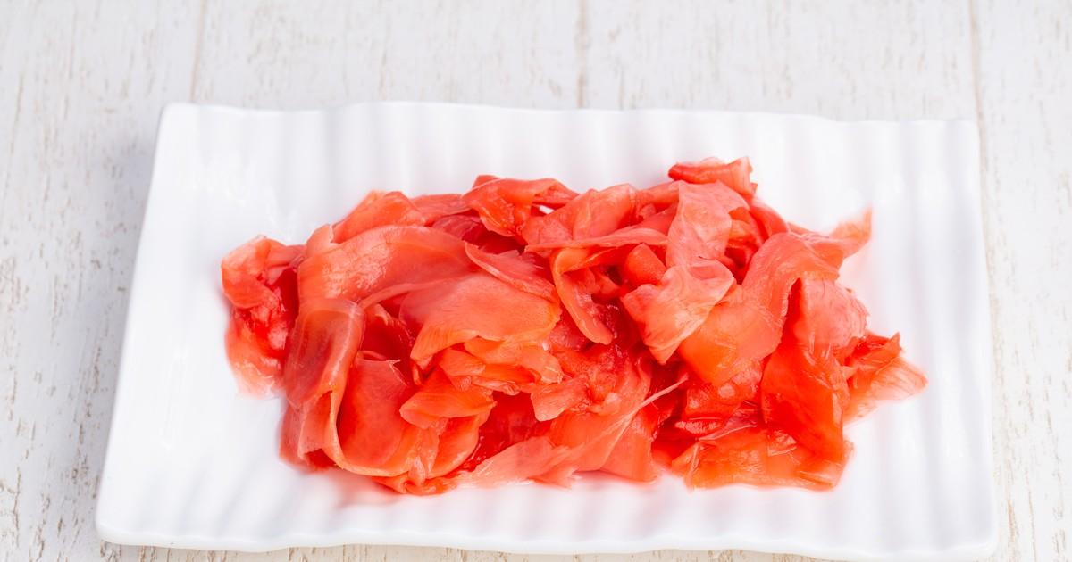Фото Сегодня мы подготовили для вас интересный рецепт маринованного имбиря. Он не только вкусный, но и очень полезный. Его можно подавать к блюдам японской кухни или использовать при приготовлении других блюд. Имбирь получается хрустящим, в меру острым и