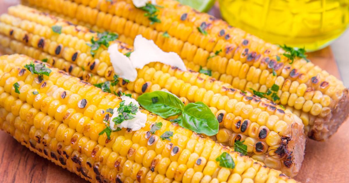 Фото Аппетитная кукуруза с маслом и зеленью