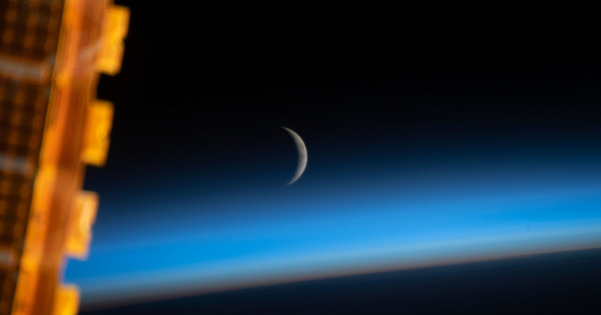 Photo of Crescent Moon looks absolutely gorgeous from space in this astronaut photo