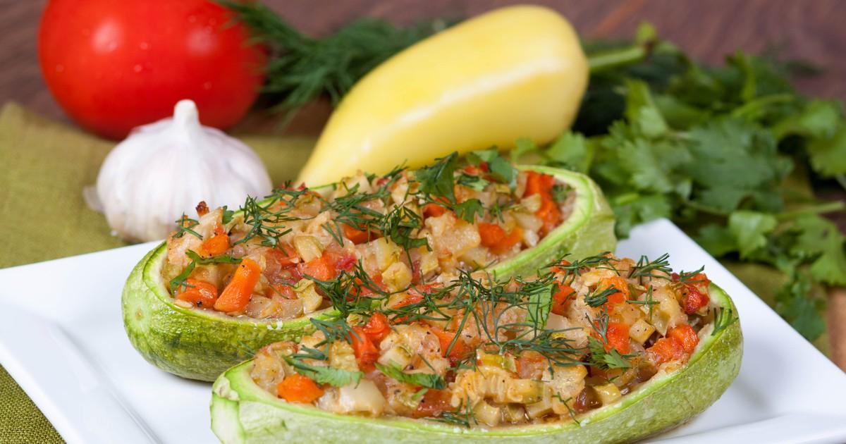 Фото Лодочки из кабачков, запечённые с овощами