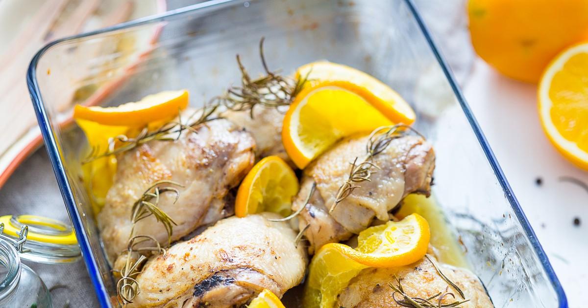 Фото Томленная курица с апельсином в духовке