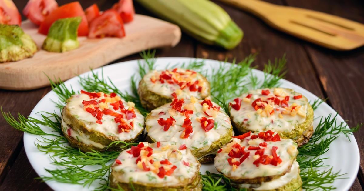 Фото Жареные кабачки с чесночным соусом