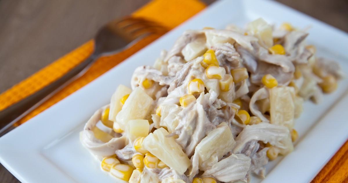 Фото Вкуснейший салат с курицей, сыром и ананасом