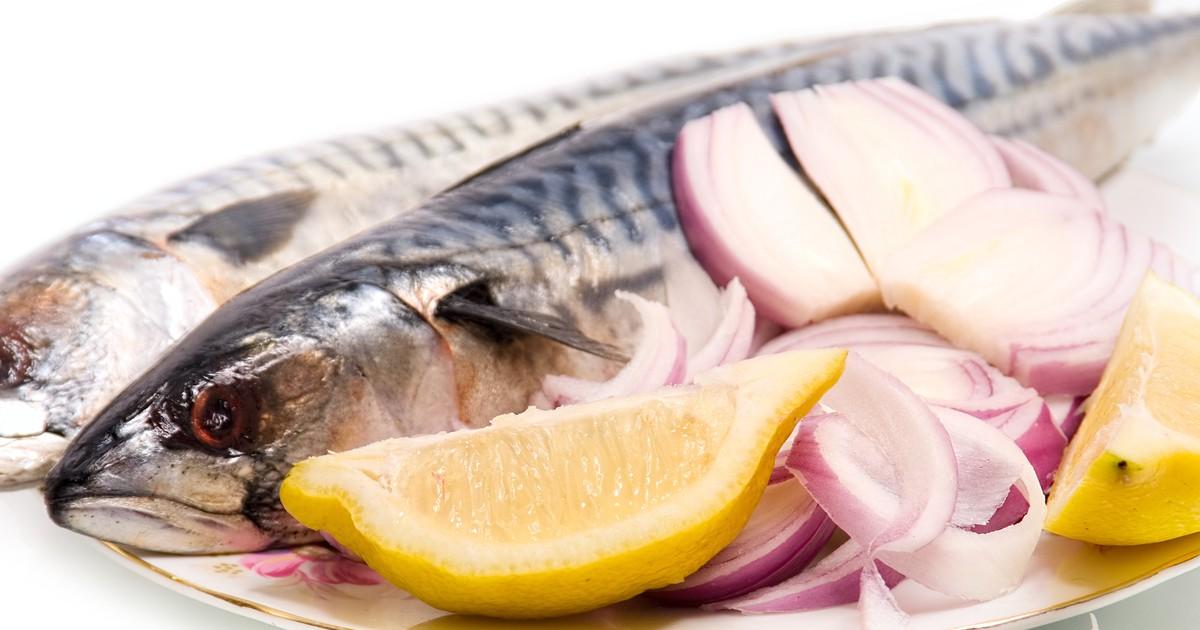 Фото Скумбрия не только вкусная, но еще и полезная рыбка. Мы подготовили для вас необычный рецепт малосольной рыбы, которая очень быстро приготовится и порадует всю вашу семью.
