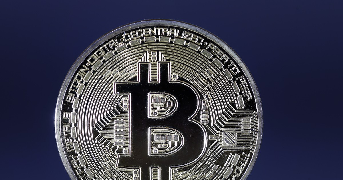 Photo of Bitcoin Price Drops Nearly 10%—and Back Below $8,000