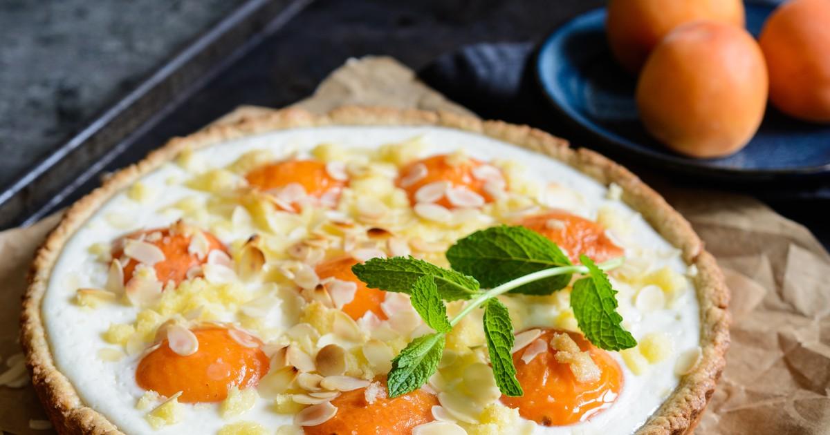 Фото Пирог с абрикосами и миндальным кремом