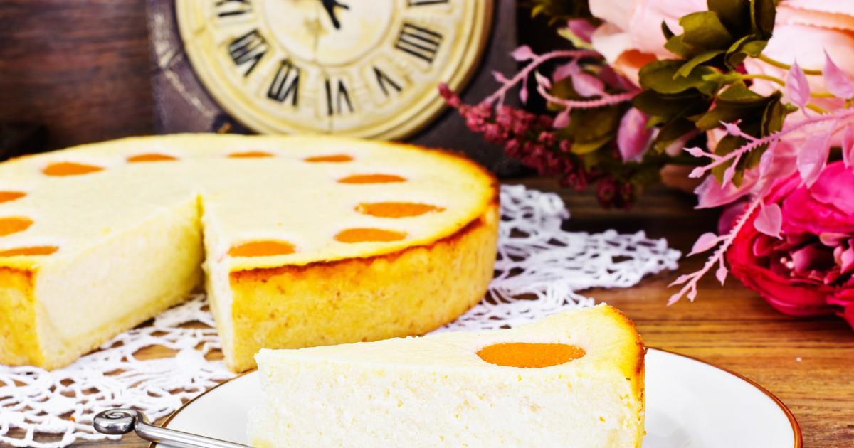 Фото Творожный пирог - это всегда вкусно и полезно. Вкус этого пирога запомнится вам надолго. Он получается невероятно вкусным, нежным и воздушным. Обязательно сохраните себе этот рецепт!