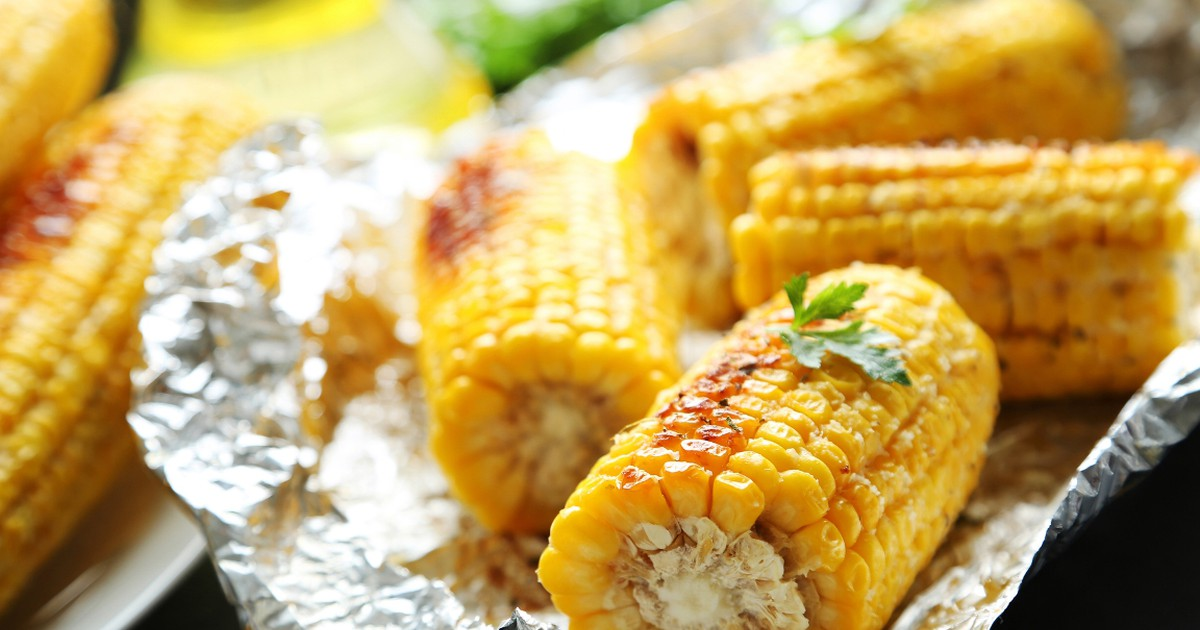Фото Ароматная запечённая кукуруза со сливочным маслом и чесноком