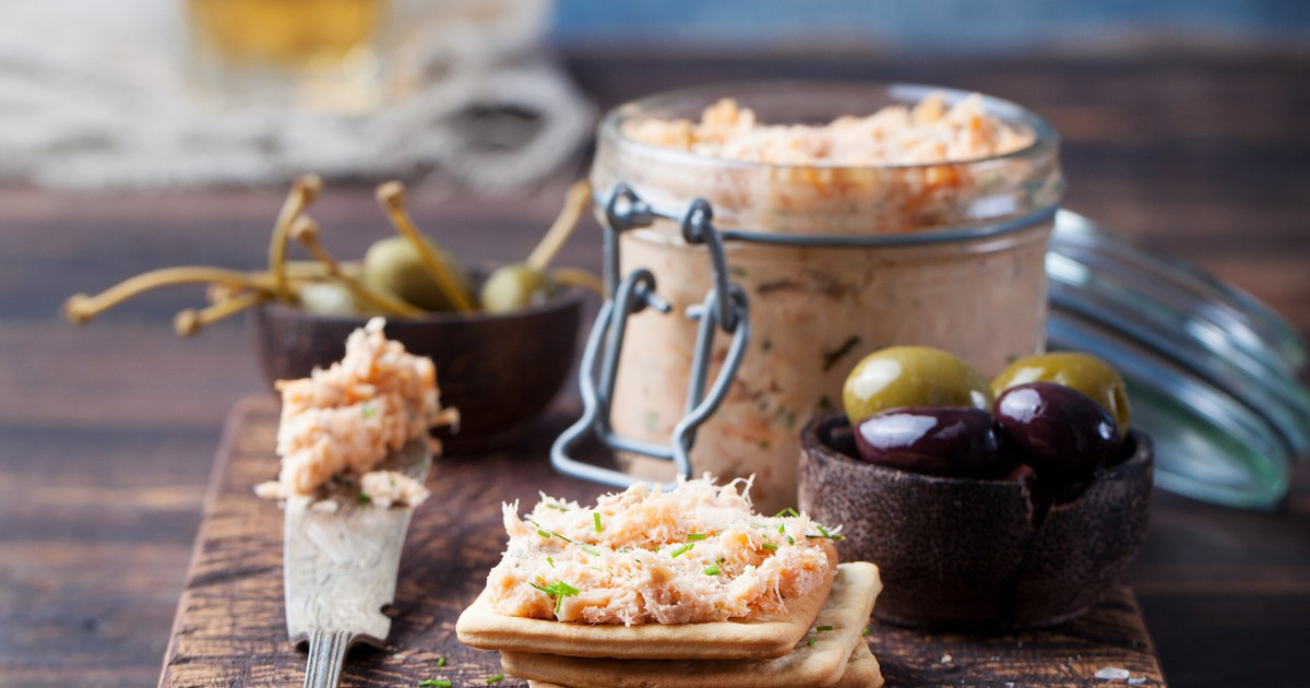 Фото Нежнейший паштет из тунца, помидоров и зелени