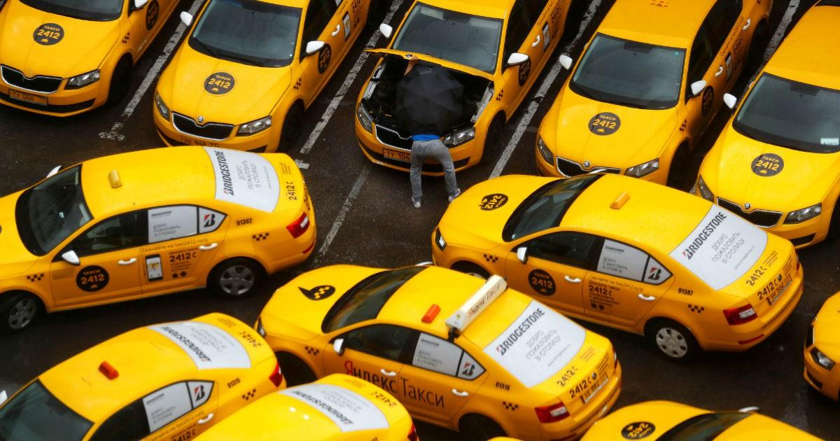 Фото 14 км в день. Подсчитано, когда такси в России дешевле своей машины