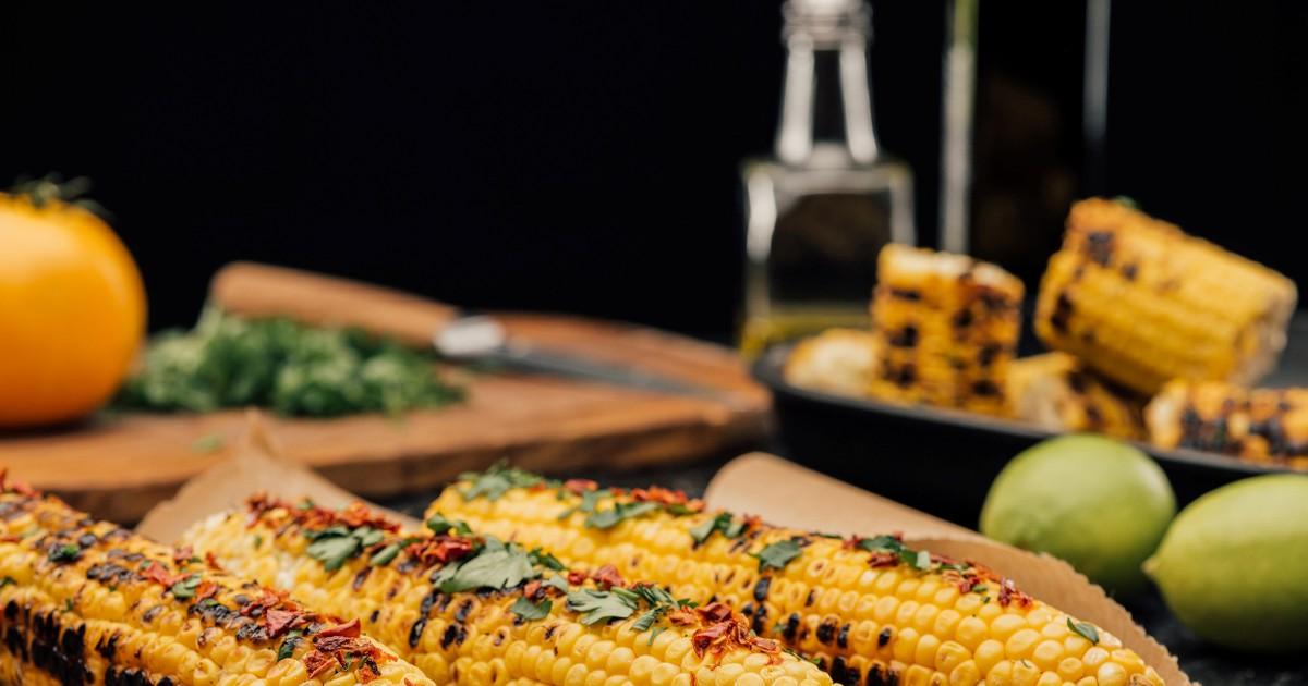 Фото Аппетитная кукуруза гриль с лаймом
