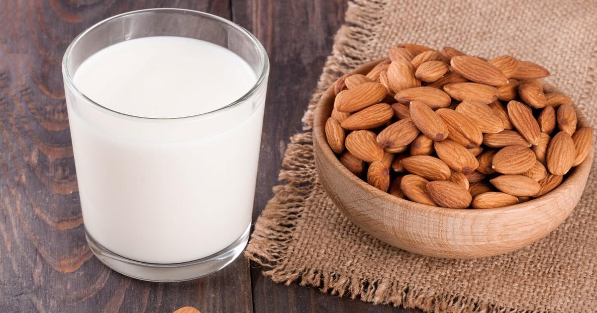 Фото Домашнее миндальное молоко