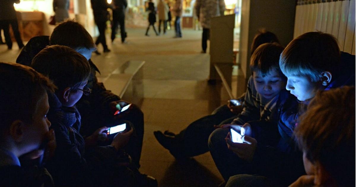 Фото С 1 сентября в школах ограничат использование мобильных. Как это будет?