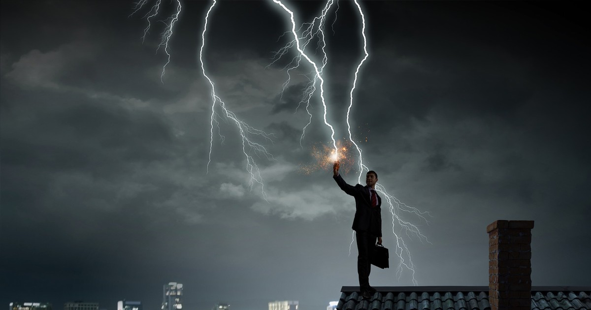 Фото Последствия удара молнии и как их избежать